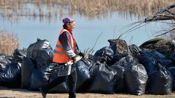 В Кемеровской области очистили от мусора берега реки Томь