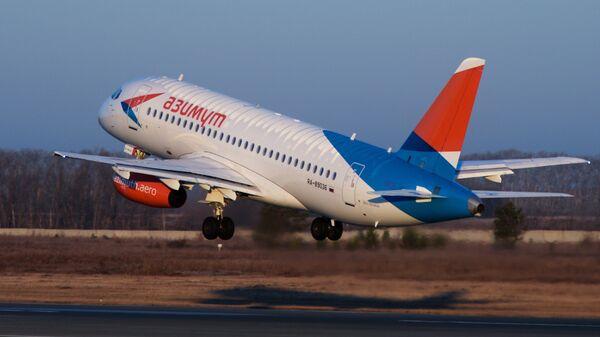 Самолет Sukhoi Superjet 100 новой авиакомпании Азимут. Архивное фото