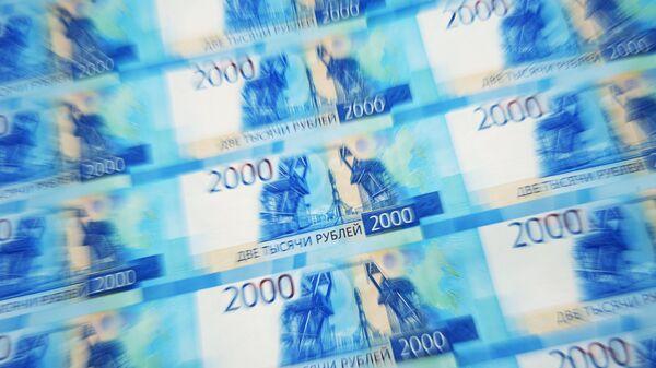 Листы с денежными купюрами номиналом 2000 рублей