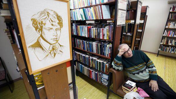 Посетитель в Волгоградской библиотеке