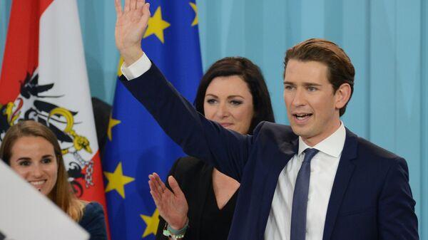 Лидер Австрийской народной партии, министр иностранных дел Австрии Себастьян Курц в предвыборном штабе после оглашения предварительных результатов парламентских выборов в Австрии