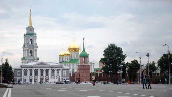 Вид на Тульский кремль и музей самоваров с площади Ленина в Туле. Архивное фото
