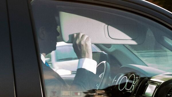 Экс-глава предвыборного штаба Дональда Трампа Пол Манафорт покидает свой дом в Александрии. Архивное фото