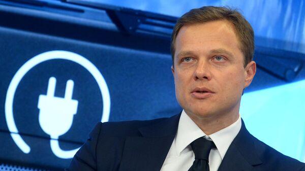 Максим Ликсутов во время общественных слушаний на тему: Развитие электротранспорта в Москве