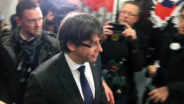 Бывший глава женералитета Каталонии Карлес Пучдемон во время пресс-конференции в Брюсселе