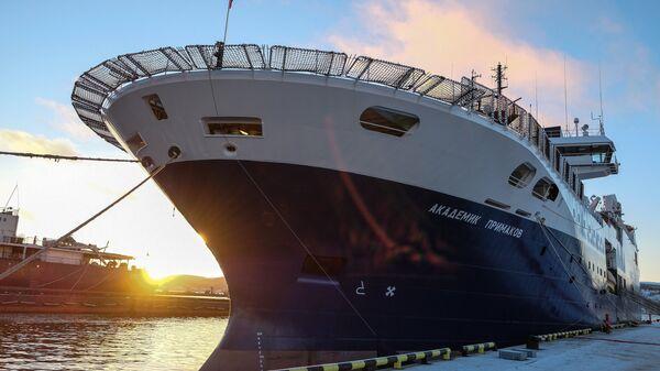 Научно-исследовательское судно Академик Примаков. Архивное фото
