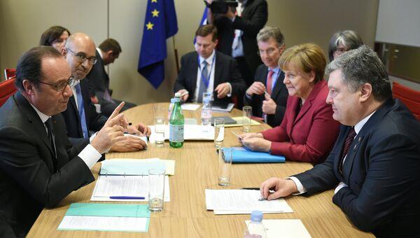 Президент Франции Франсуа Олланд на встрече с президентом Украины Петром Порошенко и канцлером Германии Ангелой Меркель. 17 марта 2016