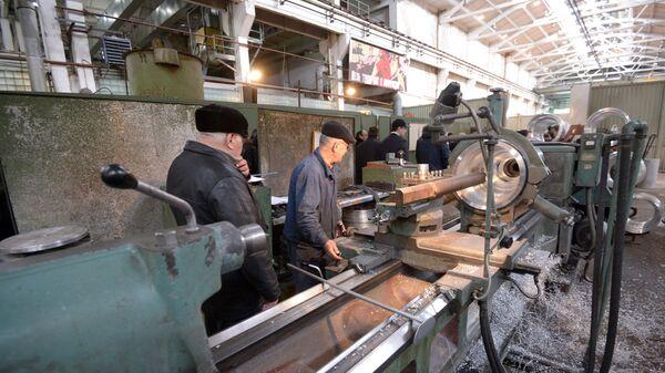 В цехе на ОАО Завод Дагдизель в Каспийске. Архивное фото