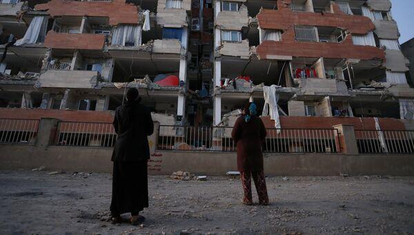 Поврежденное жилое здание после землетрясения в иранской провинции Керманшах. 13 ноября 2017