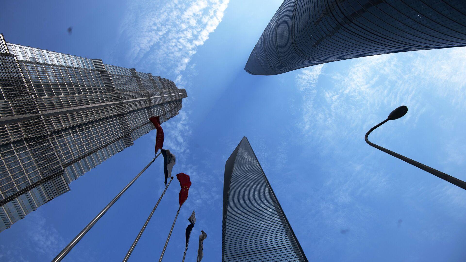 Шанхайский всемирный финансовый центр, башня Цзинь Мао и Шанхайская башня в районе Пудун в Шанхае - РИА Новости, 1920, 17.01.2021