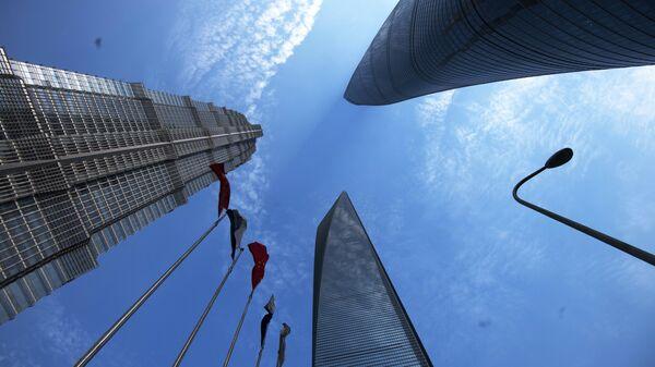 Шанхайский всемирный финансовый центр, башня Цзинь Мао и Шанхайская башня в районе Пудун в Шанхае