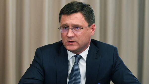 Министр энергетики РФ Александр Новак на совещании в офисе компании ПАО Россети по вопросам развития электроэнергетики