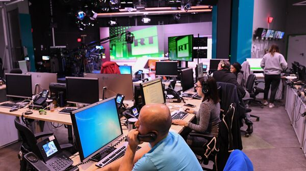 Сотрудники в офисе телеканала RT в Москве