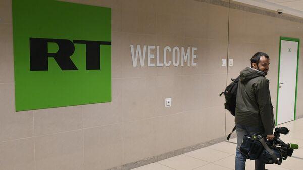 Оператор в офисе телеканала Russia Today в Москве. Архивное фото