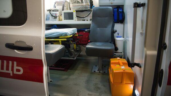 Оборудование машины скорой медицинской помощи. Архивное фото
