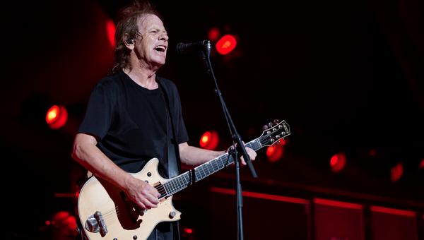 Ритм-гитарист австралийской рок-группы AC/DC Малькольм Митчелл Янг. Архивное фото.