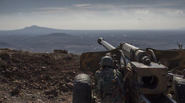 Военнослужащий Сирийской арабской армии на огневой позиции