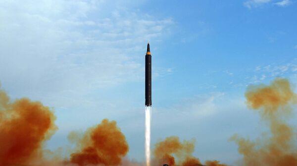 Запуск северокорейской баллистической ракеты