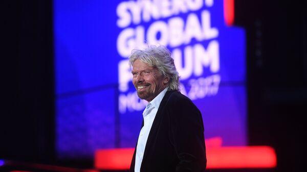Основатель корпорации Virgin Group Сэр Ричард Брэнсон во время выступления на форуме Synergy Global Forum в Олимпийском. 27 ноября 2017