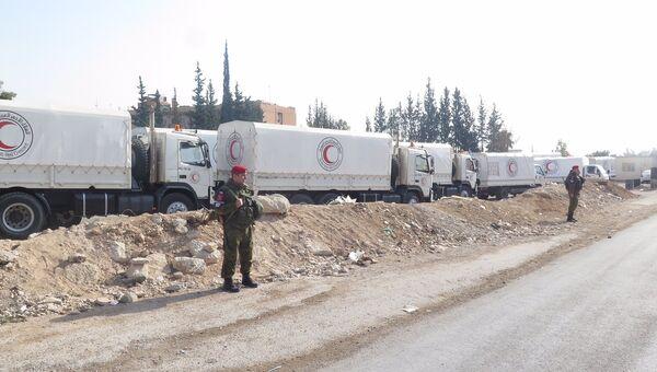 Более 50 тонн гумпомощи при содействии военных РФ доставили в пригород Дамаска