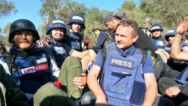 Военные корреспонденты после обстрела в Сирии, фотография из личного архива Романа Косарева