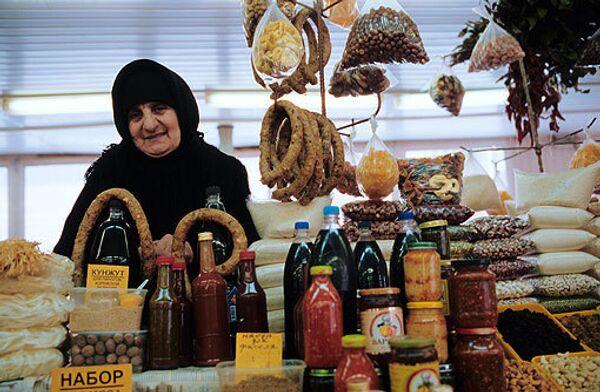 Москвичи в кризис стали больше покупать товаров на рынке - Мосгорстат