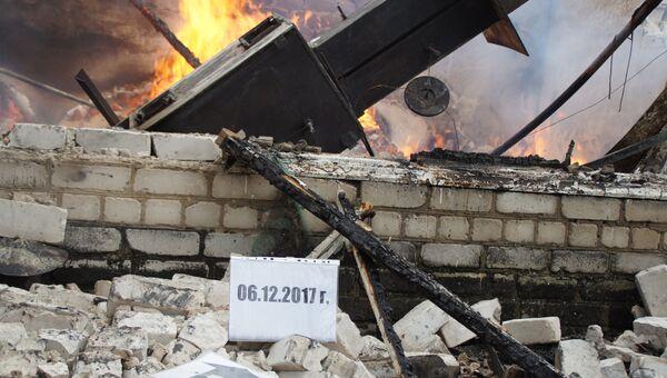 Последствия обстрела пригорода Луганска. Архивное фото