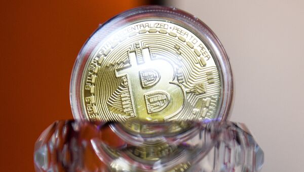Криптовалюта биткойн. Архивное фото