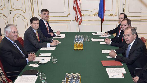 Госсекретарь США Рекс Тиллерсон и  министр иностранных дел РФ Сергей Лавров на встрече министров иностранных дел ОБСЕ в Вене. 7 декабря 2017