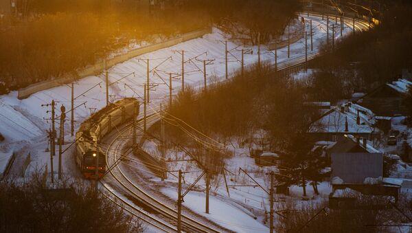 Электропоезд на Транссибирской железнодорожной магистрали. Архивное фото
