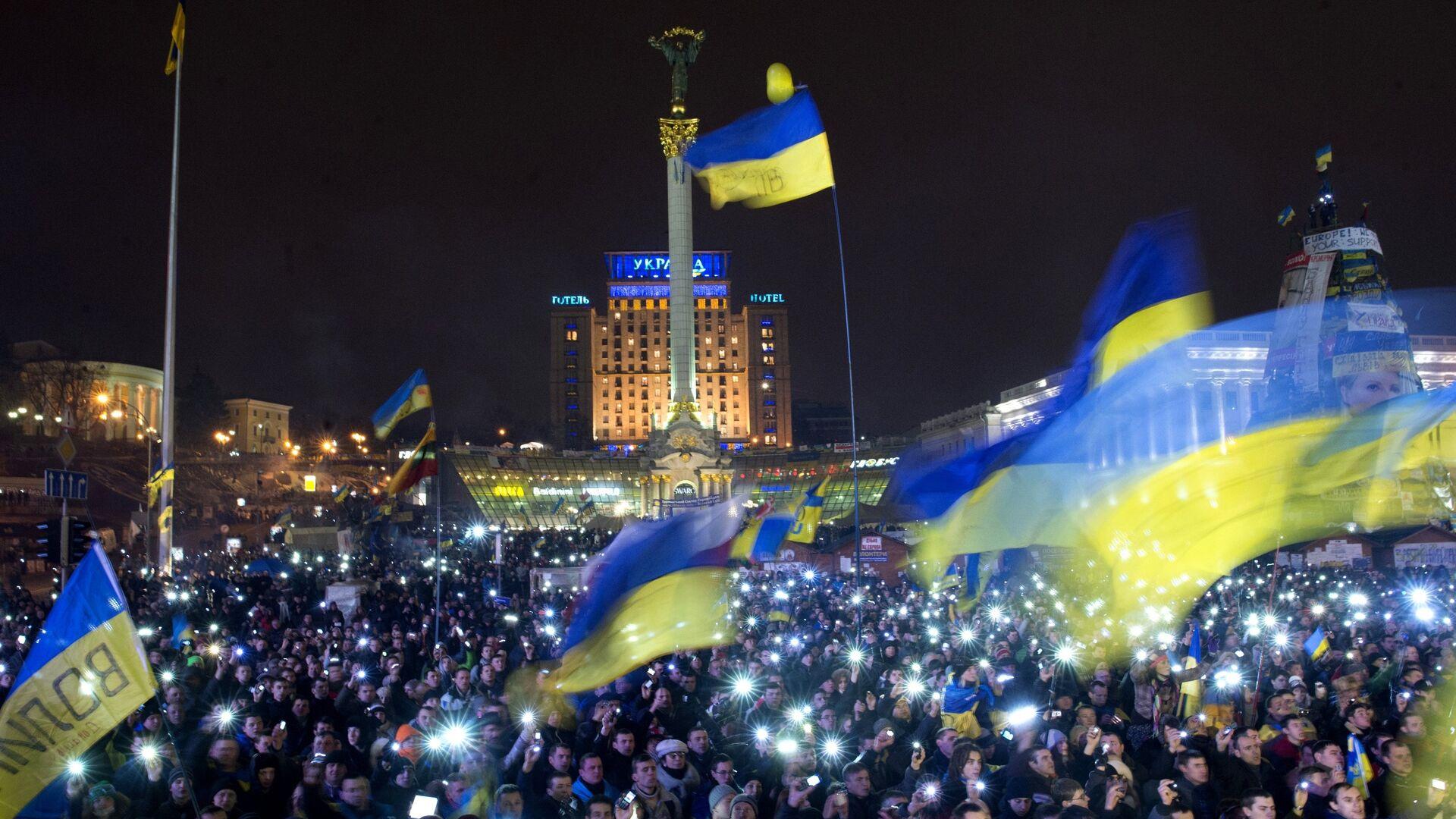 Участники акции сторонников евроинтеграции на Площади Независимости в Киеве - РИА Новости, 1920, 20.09.2021
