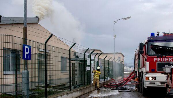 Пожарные на месте взрыва газопровода в Баумгартене, Австрия