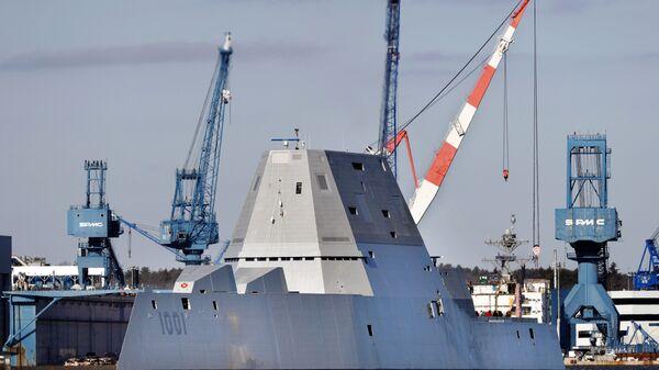 Американский эсминец USS Michael Monsoor типа Zumwalt, направляющийся в море для испытаний. 4 декабря 2017