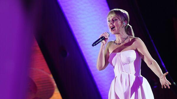 Певица Валерия выступает на вечере, посвященном 60-летию танцевального спорта в России, в Малом зале Государственного Кремлевского дворца