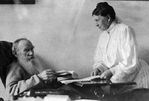 Лев Толстой с женой