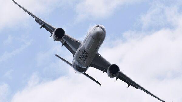 Пассажирский дальнемагистральный лайнер Airbus A350. Архивное фото