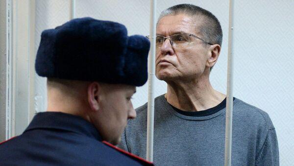 Алексей Улюкаев во время оглашения приговора в Замоскворецком суде Москвы. 15 декабря 2017