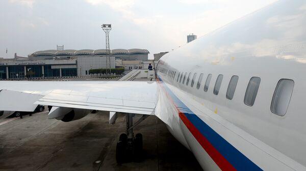 Российский самолет Ил-96 в Международном аэропорту Каир