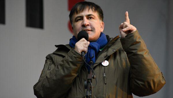 Экс-президент Грузии и бывший губернатор Одесской области Украины Михаил Саакашвили выступает на митинге в центре Киеве за принятие закона об импичменте украинского президента Петра Порошенко. 17 декабря 2017