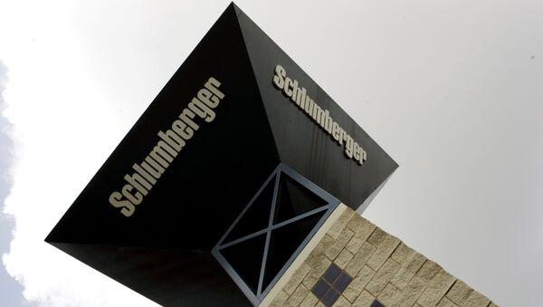 Стенд американской сервисной компании в области добычи нефти и газа Schlumberger
