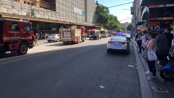 Автомобили спецслужб на месте наезда автомобиля на пешеходов в Мельбурне. 21 декабря 2017
