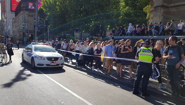 Полицейские на месте наезда автомобиля на пешеходов в Мельбурне. 21 декабря 2017