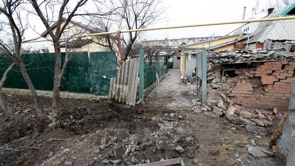 Частный жилой дом в городе Ясиноватая, пострадавший в результате обстрела. 21 декабря 2017