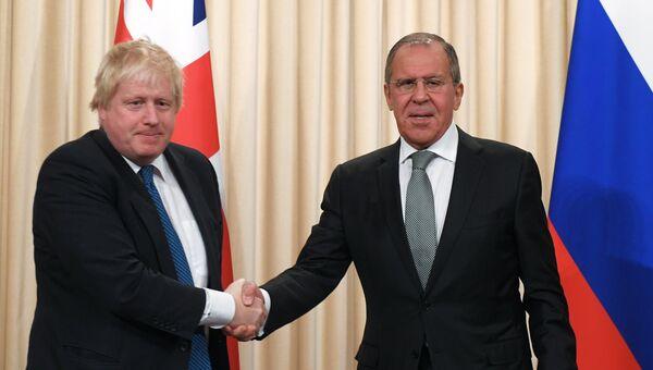 Министр иностранных дел России Сергей Лавров и министр иностранных дел Великобритании Борис Джонсон после пресс-конференции. 22 декабря 2017