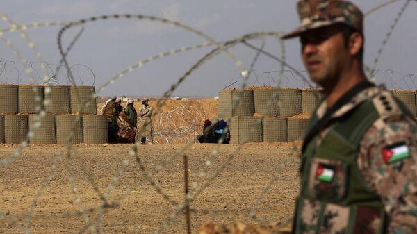 Иорданский военнослужащий на сирийско-иорданской границе. Архивное фото