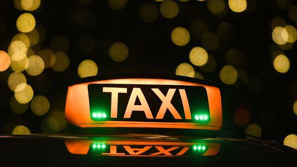 Знак такси. Архивное фото
