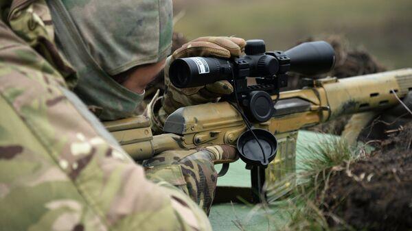 Военнослужащий во время тактических занятий. Архивное фото