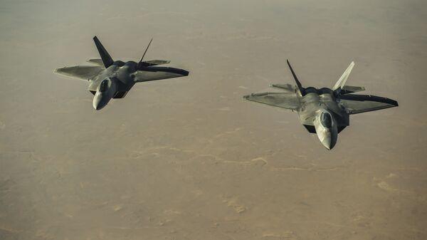 Американские истребители F-22 Raptor над территорией Сирии
