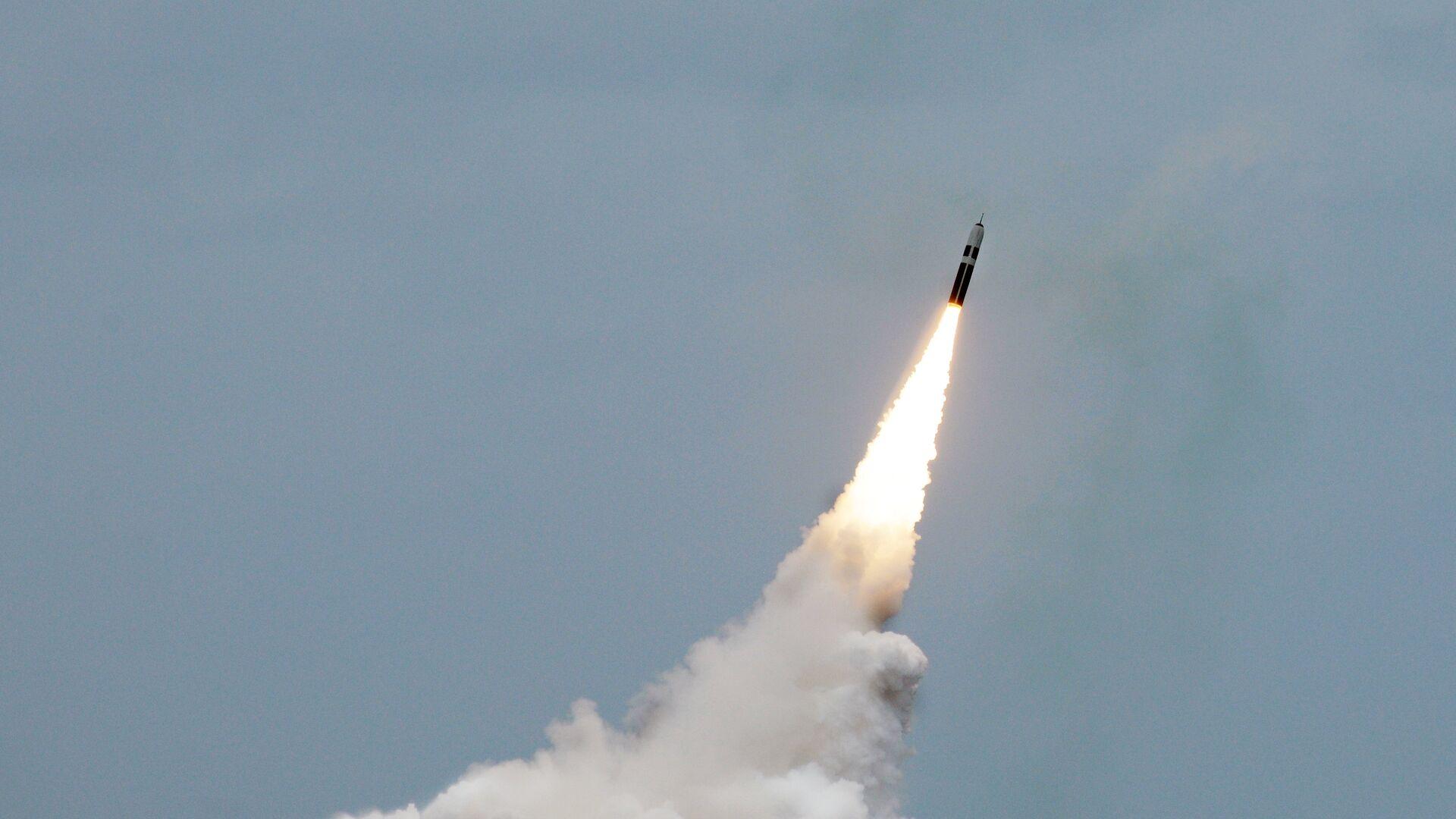 Пуск ракеты подводного базирования Trident II D5  - РИА Новости, 1920, 17.02.2020