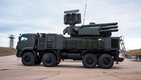 Всевысотная РЛС комплекса ПВО С-400 Триумф, заступившего на охрану российских воздушных границ в Севастополе. 13 января 2018